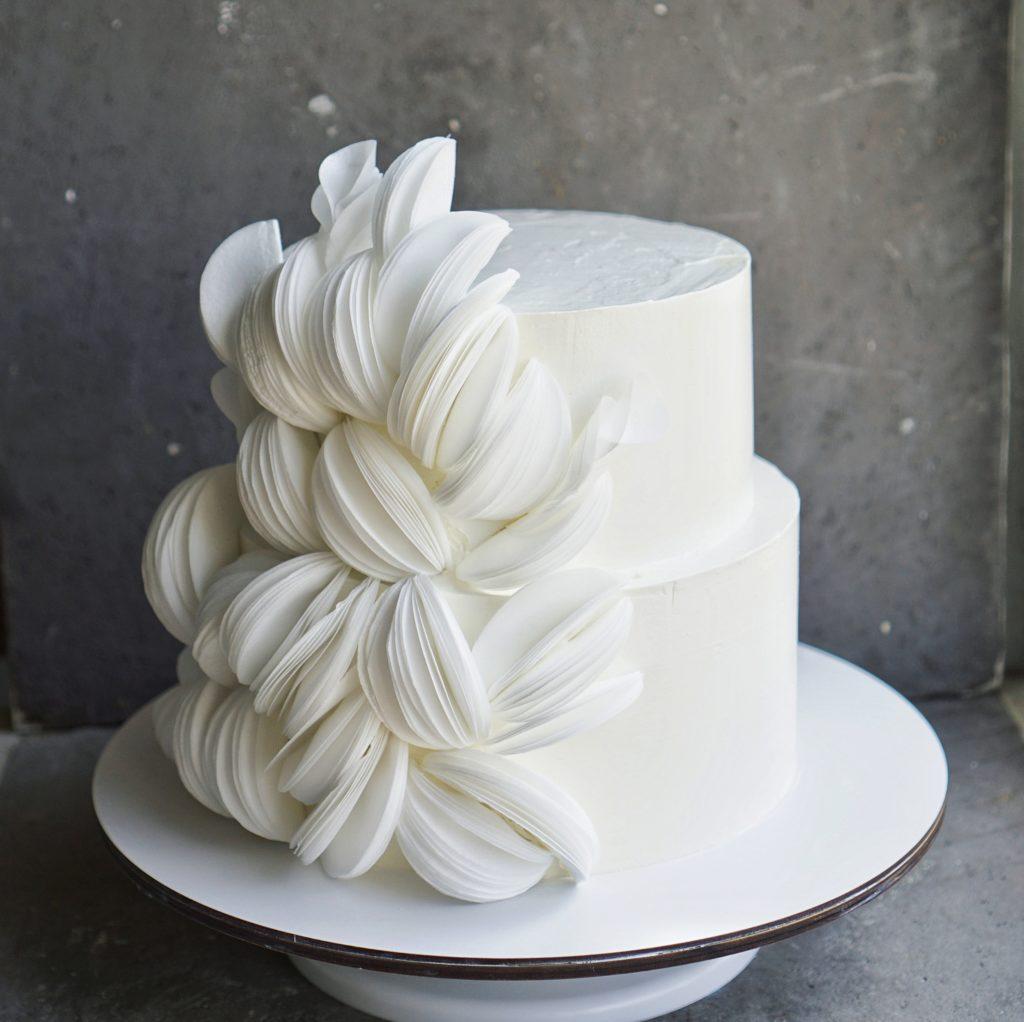 Белый свадебный торт москва