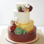 свадебный торт с цветами ярусный на заказ москва