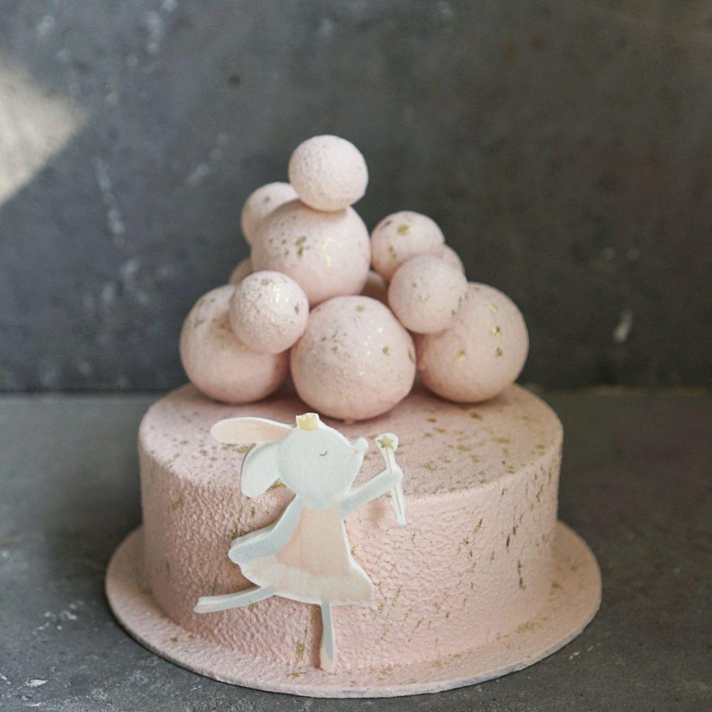 торт для девочки с зайчиком