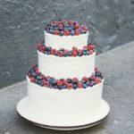 3-х ярусный свадебный торт с ягодами москва