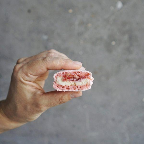 макаронс клубничный чизкейк