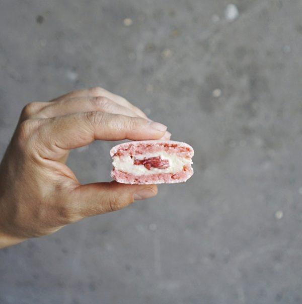 макаронс клубничный пломбир