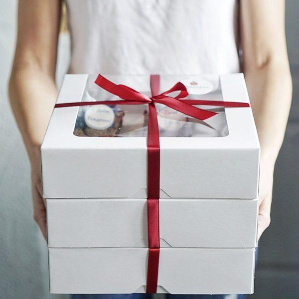 коробка с десертами внешний вид