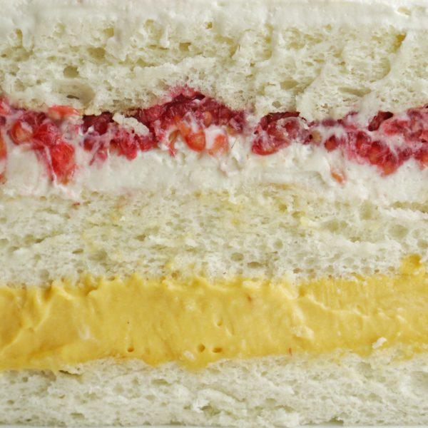 Торт манго с малиной