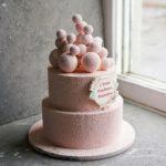 Торт розовый с шоколадными шарами и покрытием Велюр